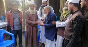 শ্যমগঞ্জ বড় মসজিদ হাফিজিয়া মাদরাসার শিক্ষক হাফিজ উল্লাহকে গৃহ নির্মাণের জন্য প্রাক্তন ছাত্রবৃন্ধ নগদ টাকা প্রদান